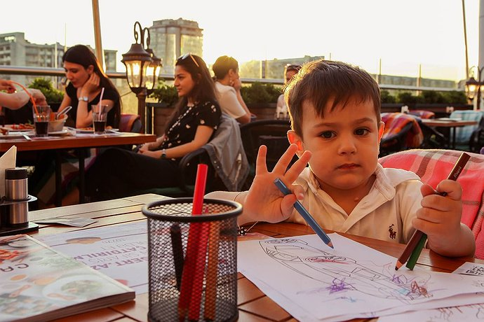 child guest in cafecity ganjlik restaurant